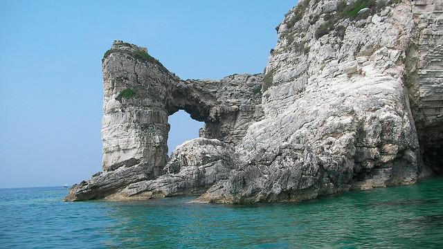 Tripitos Arch of Greece: A wonderful limestone formation - Image by Sean O'Sullivan