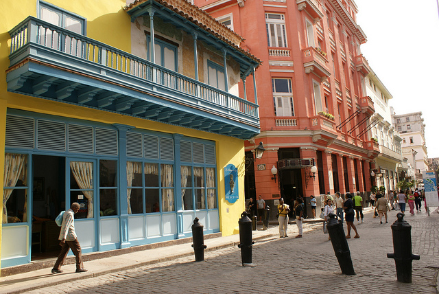 Old Havana Architecture - Photo by lezumbalaberenjena