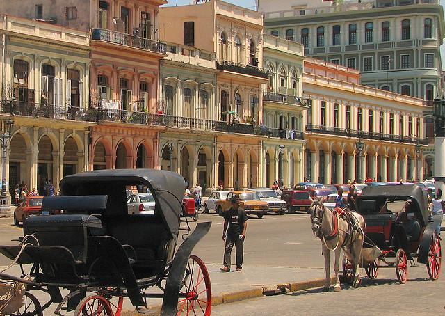Buildings of Havana - Image:  lezumbalaberenjena
