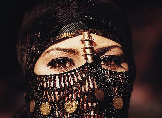 Wonderful Arabian Eyes of a veiled woman - Image by mnadi