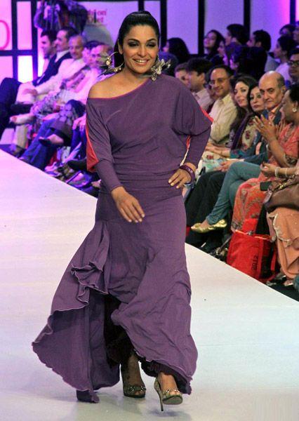 Irtiza Rubab: Meera A recognized Pakistani film actress, television presenter, model and leading philanthropist. Born July 15, 1976