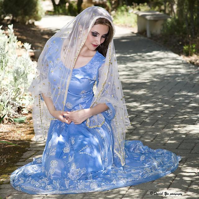Persian dancing costume. Image by davidyuweb