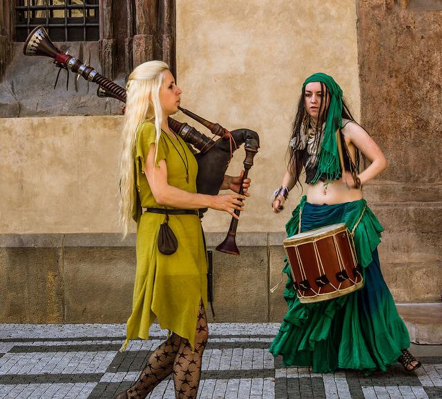 Girl street musicians in Prague. Image by Anguskirk