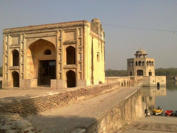 Hiran Minar - An architectural view - Photo credit. Junaid Rao - flickr