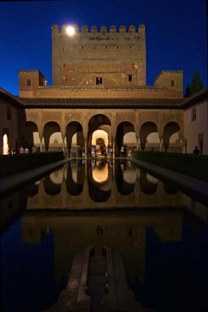 Alhambra - by Mario Inoportuno