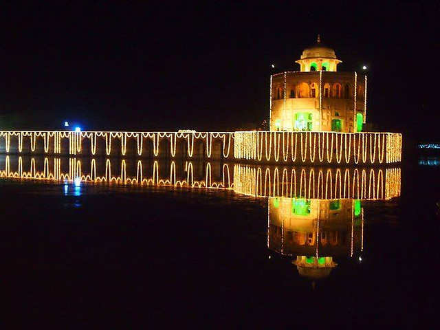Deer Tower - Sheikhupura at night. Image- Junaid Rao