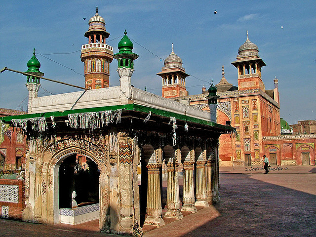 Wazir Khan Mosque. Image Guilhem Vellut